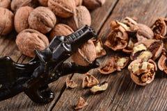 Noix sur la table en bois Image stock