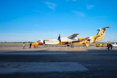 Nok het Luchtvliegtuig komt bij de bestemming van Roi Et aan stock afbeeldingen