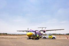 Nok-luftnivån landade på Mae Sod Airport på Maj 08, 2016 i Tak, Thailand Nok-luft är ett viktigt inhemskt low costflygbolag i Tha royaltyfri fotografi
