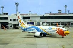 Nok powietrze Boeing 737 przy Don Mueang lotniskiem w Bangkok Zdjęcie Stock