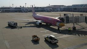 Nokair al portone in Don Maung Internationnal Airport, Tailandia immagine stock