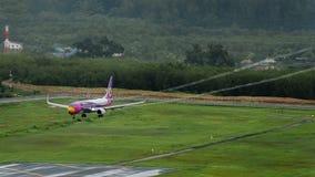Nokair dróg oddechowych samolot, Boeing 738, Ląduje przy Phuket airpo Zdjęcie Royalty Free