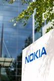 Nokia märkesnamn på ett vitt bräde i Finland royaltyfri foto