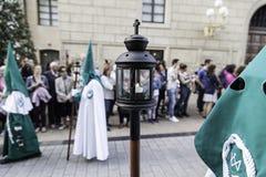 Nolla för LOGROï ¿ ½, LA RIOJA, SPANIEN - APRIL 15: Helig vecka religiös traditionsprocession med folk i typiska dräkter, på Apri Arkivbilder