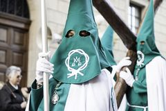 Nolla för LOGROï ¿ ½, LA RIOJA, SPANIEN - APRIL 15: Helig vecka religiös traditionsprocession med folk i typiska dräkter, på Apri Arkivfoton