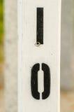 Nollan för bokstäver I målade på till trästolpen Royaltyfri Foto
