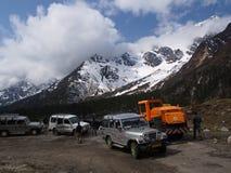 Nollpunkt Sikkim, var civilistvägen avslutar till himmel, Sikkim IN Arkivbilder