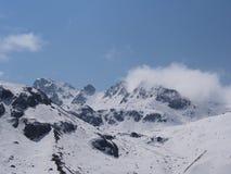 Nollpunkt Sikkim, var civilistvägen avslutar till himmel, Sikkim IN Royaltyfri Foto