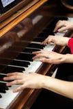 Nolwenn Collet e Olivia Paloyan - paridade Deux do piano que joga o tango no piano para dançarinos no centro de Powerscourt, tang Imagem de Stock Royalty Free