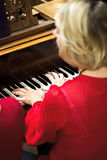 Nolwenn Collet y Olivia Paloyan - par Deux del piano que juega tango en el piano para los bailarines en el centro de Powerscourt, Fotos de archivo libres de regalías