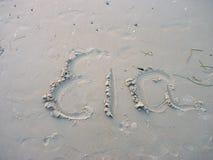 Nom d'Ela écrit sur la plage dans le sable Photo libre de droits