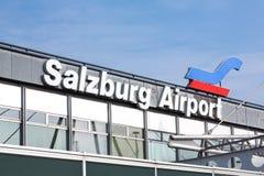 Nom et signe d'aéroport de Salzbourg Photos libres de droits