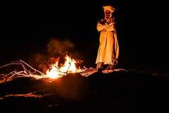 Nomad vid branden Arkivfoto