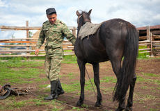 Nomade avec son cheval Image libre de droits