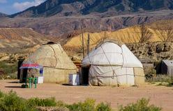 Nomadische yurts tijdens zomer stock foto's