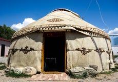 Nomadische yurts tijdens zomer royalty-vrije stock afbeeldingen