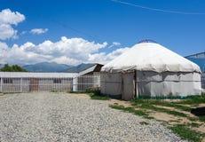 Nomadische yurts tijdens zomer royalty-vrije stock fotografie