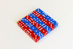 Nombre bleu rouge de matrices de jeu de jeu aléatoire photos stock