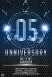 nombre brillant en métal de 5ème d'années célébration d'anniversaire, rubans et scintillement de lettrage en métal illustration libre de droits