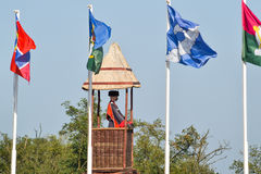 Nombre de différents drapeaux avec des manteaux des bras et des bannières Photo stock