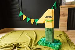 Nombre fait main un dans des couleurs vertes et jaunes Photo libre de droits