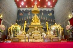 Nombre Luang Pho Phet de la estatua de Buda en el ubosot para la gente que ruega Foto de archivo