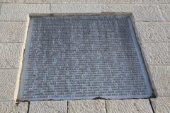 Nombres de 9/11 de las víctimas en la plaza conmemorativa de vida del 11 de septiembre en Jerusalén Imagenes de archivo