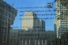 Nombres de victimes d'holocauste gravées à l'eau-forte sur les tours en verre du mémorial, Boston, le Massachusetts, 2013 Photos libres de droits