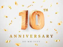 10 nombres en bois d'or d'anniversaire avec les confettis d'or Le 10ème anniversaire de célébration, numéro un et zéro calibres Photographie stock