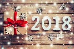 Nombres en bois formant le numéro 2018, pendant la nouvelle année 2018 sur r Photographie stock libre de droits
