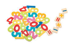 Nombres en bois lumineux et signes mathématiques photo libre de droits