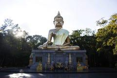 Nome grande dourado Phra Mongkol Ming Muang da estátua de buddha em Amnat Charoen, Tailândia Foto de Stock Royalty Free