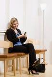Nomeação de espera da mulher de negócios Fotografia de Stock
