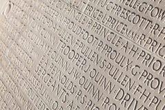Nomi dei soldati incisi in marmo bianco. Fotografia Stock