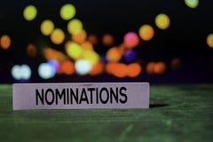 Nominações nas notas pegajosas com fundo do bokeh imagens de stock royalty free