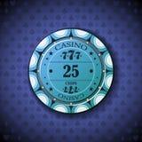 Nominal veinticinco de la ficha de póker, en fondo del símbolo de la tarjeta Fotografía de archivo libre de regalías