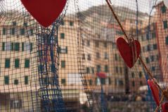 Noms des amants écrits sur des coeurs dans Camogli photographie stock
