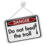 Non alimenti il segno del pericolo del troll Fotografie Stock Libere da Diritti