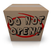 Non apra la scatola di cartone Co confidenziale privato segreto speciale Fotografia Stock