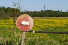 Non entri nel segno di legno Immagini Stock Libere da Diritti