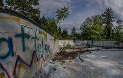 non p?ywaczka w starej basen panoramie zdjęcia stock