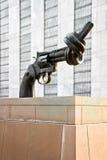 Non sedi di Nazioni Unite della scultura di violenza immagini stock libere da diritti