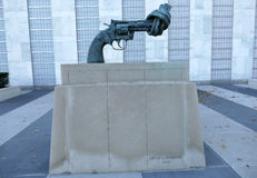 Non-Violence sculpture at United Nations Headquarters in New York Stock Photography