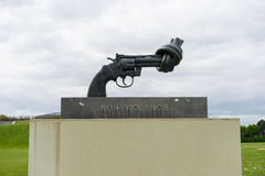Non violence statue of the pistol Royalty Free Stock Photography