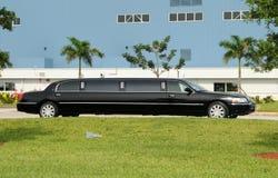 黑色大型高级轿车 库存图片