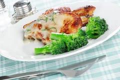 Ψημένο χοιρινό κρέας με το μπρόκολο Στοκ φωτογραφία με δικαίωμα ελεύθερης χρήσης