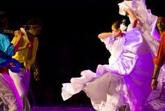 拉丁美州的舞蹈演员 免版税库存图片