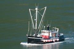 阿拉斯加小船捕鱼 免版税库存图片