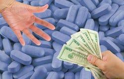 Αγοράζοντας φάρμακα   Στοκ εικόνες με δικαίωμα ελεύθερης χρήσης