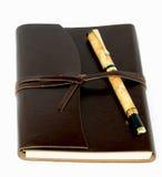 被限制的日记帐皮革笔 免版税库存照片